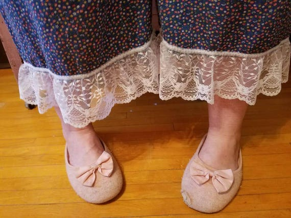 Vintage sack bloomers with lace edge. Boho cottage capris