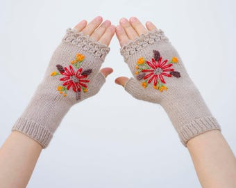 Emblished gloves knitted fingerles gloves with embriodery in beige