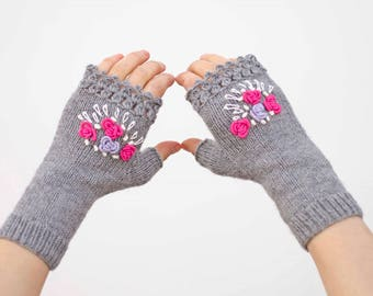 Emblished gloves knitted fingerles gloves with embriodery in grey