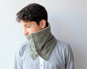 Mens chevron patterned scarf with snaps