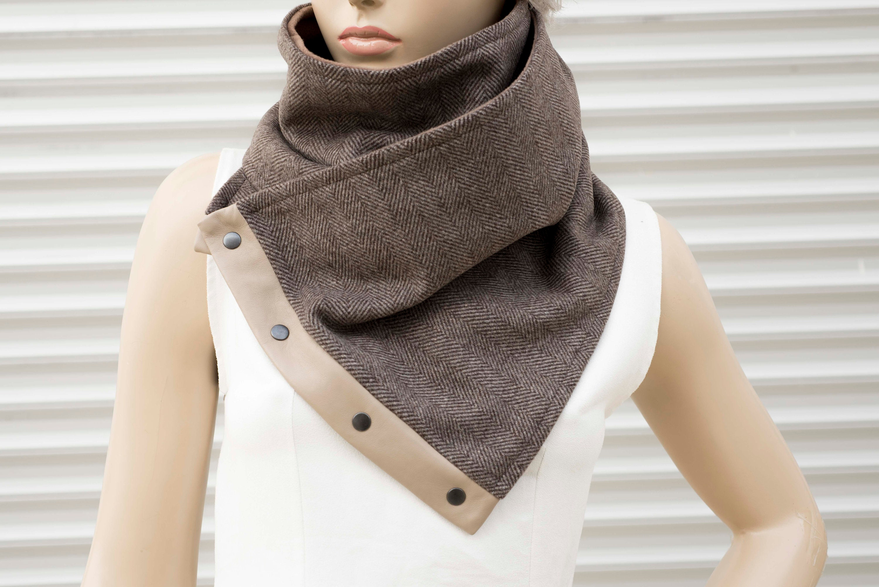 Mens scarf neckwarmer chunky infinity scarf with snaps husband boy friend brother gift, DELIVERY TIME 2-4 DAYS