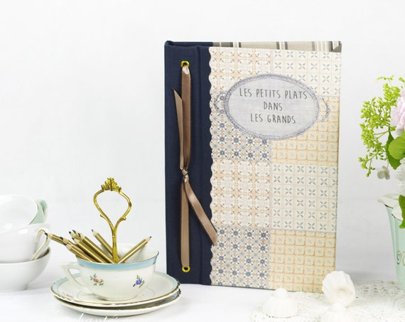 Cadeau Carnet ou livre de recettes gourmandises motifs carrés de ciments  carnet chef, organiseur de recettes  tissu lin