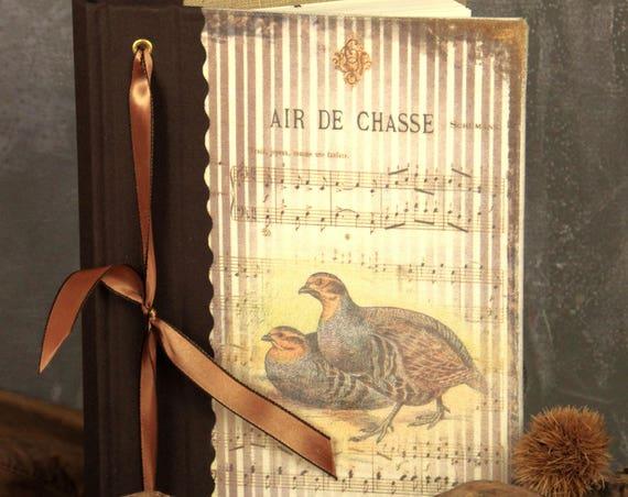 Carnet de chasse perdrix cadeau idéal pour les chasseurs chasseresses à l'intérieur ses tableaux de chasse gibiers à plumes
