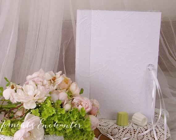 Cadeau mariage livre d' or broderie anglaise Joli cadeau de mariage fabriqué en France