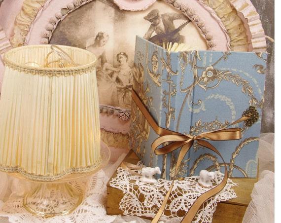 Grand répertoire téléphonique ornements style baroque Marie Antoinette