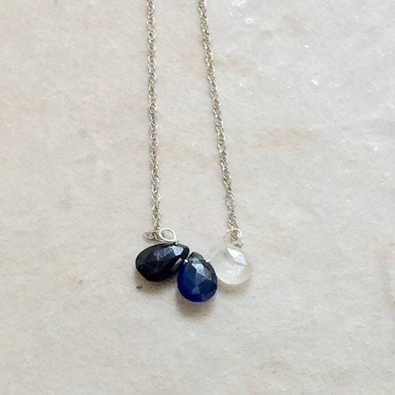 14k solid gold : Blue sapphire necklace