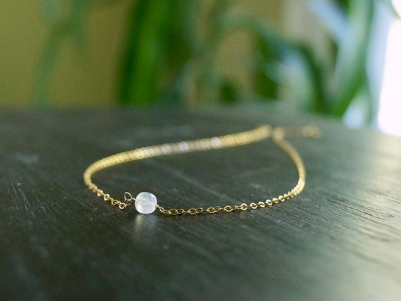 14k solid gold : Moonstone Necklace