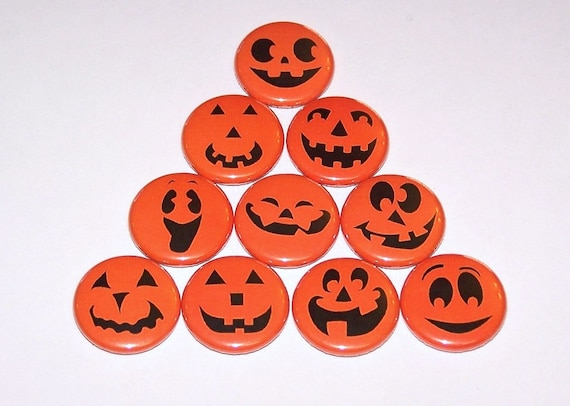 JACK O LANTERNS Craft Buttons 1ST CLASS POST Trick Treat Pumpkin Witch Halloween