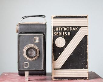 Antique Vintage 1940's Jiffy Kodak Six - 20 Series II Compact Pocket Camera with Original Box