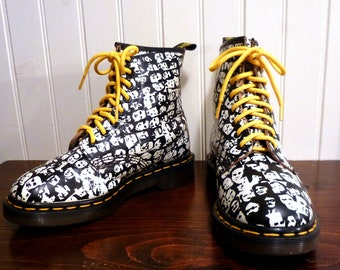 Vintage UK 5 Dr Martens Black & White Warhol FACES Boot ...  USA Men's 6 or Women's 7 ... Euro 38 ...   Made In England
