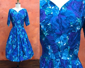"""Vintage 1950s Blue Lavender Floral Swing Dress. Fit and Flare Rockabilly Pinup Party Day. 50s swing dress. Small 27"""" waist"""