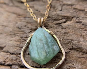 ALICIA Green Kyanite Freeform Gold Necklace - Everyday Boho Luxe Jewelry