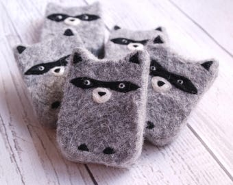 Raccoon gift - felted raccoon soap - felted soap, kid soap, stocking stuffer, woodland creature, animal