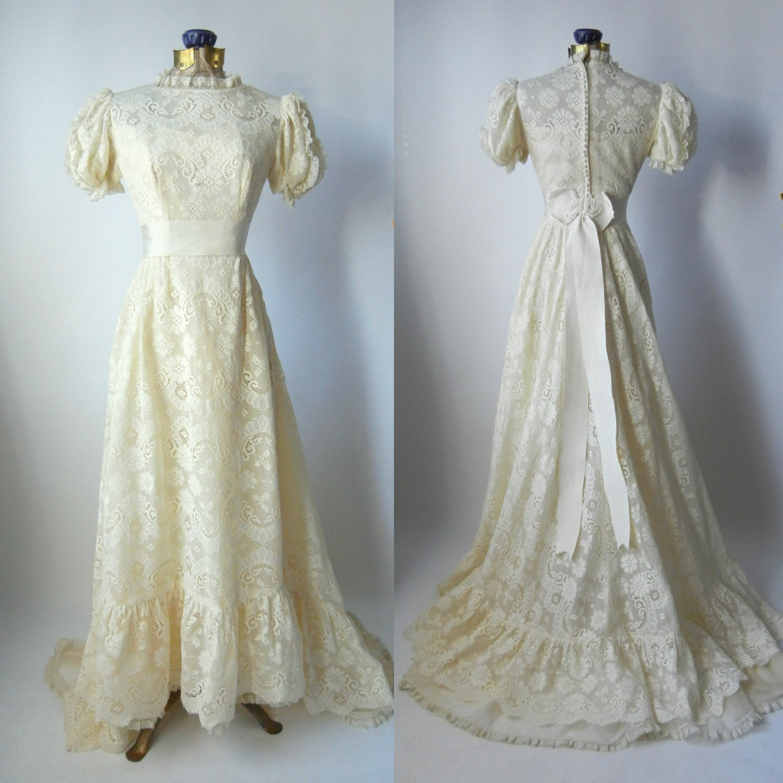 Vintage Wedding Dresses Canada: Vintage 1980s Victorian Style Beige Lace Wedding Gown