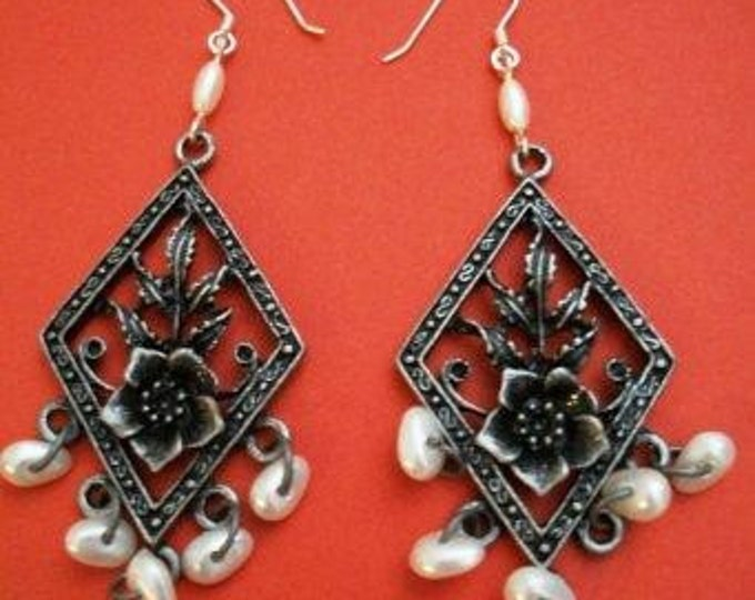 Pewter & Pearl Earrings