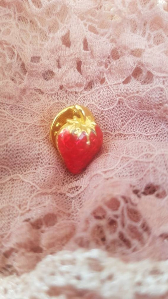 Vintage Strawberry Pin Brooch. Signed BALLOU. Gor… - image 9