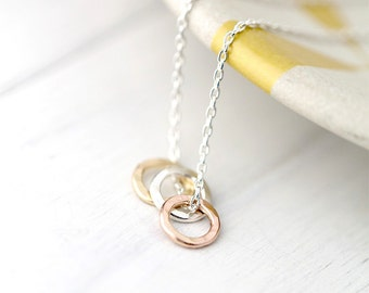 Tiny Three Ring Hammered Circle Necklace, Minimalist Necklace in Sterling Silver, Gold, Rose Gold, Gifts for Mom, Sister Gift, Wife Gift