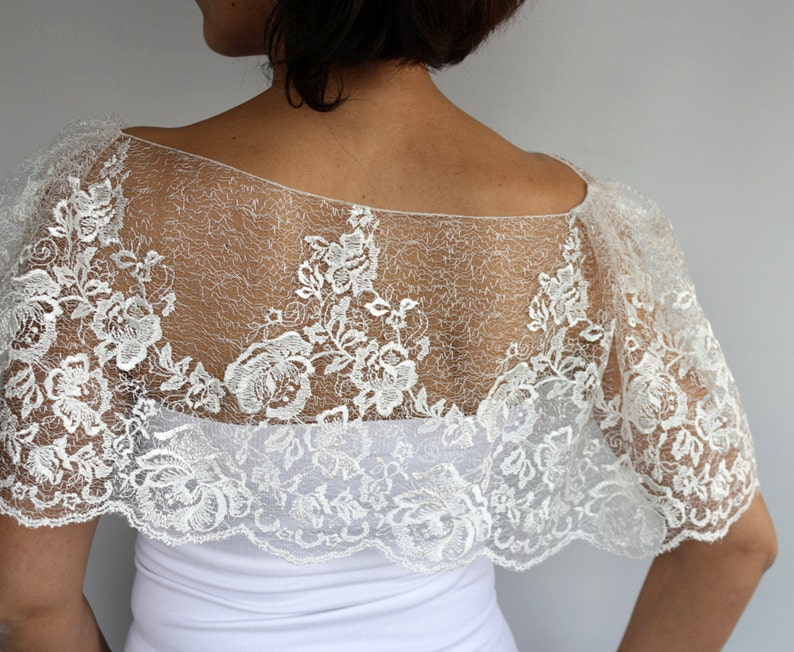 Sheer Lace Tulle Bridal Cape Embroidered Special Occasion Wedding Shrug Dress Bridal Cover Up Romantic Fashion Cream Tulle Bolero Capelet