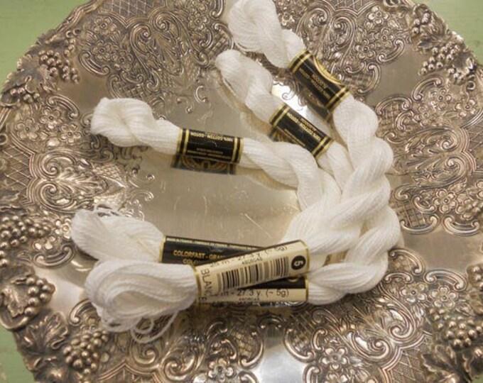 DMC Perle Cotton skein size 5, blanc