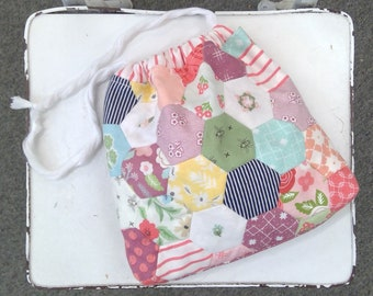 Sweet Sunday Dilly Bag kit...pattern designed by Treehouse Textiles...kit complete