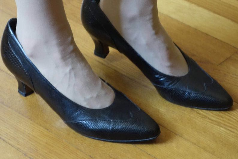 66bcfa17572f5 Selby black leather court pumps louis heel classic alligator embossed  spectator detail mid high heel costume or office Downton WWI size 9.5