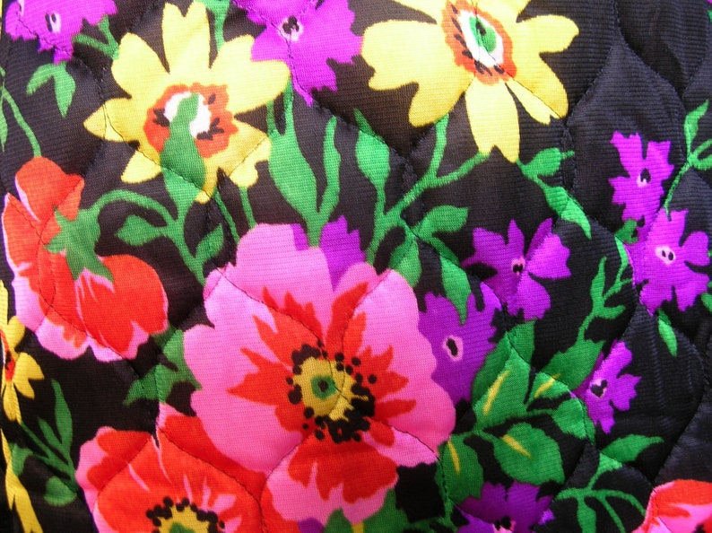 Vintage 70s MIDNIGHT BRIGHT BLOOMS Quilted Skirt