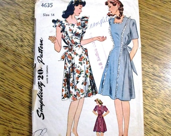 6ebbcf4b37450 PRETTY 1940s Pinafore Dress, Adjustable Maternity Frock - Size 14 (Bust  32