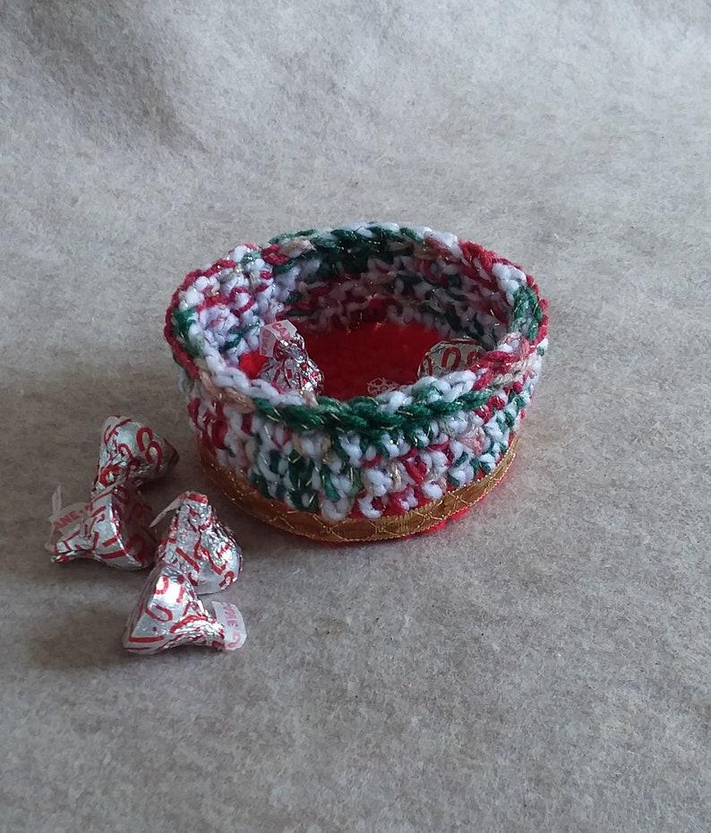 Christmas Yarn Candy Bowl w/Snoopy image 0