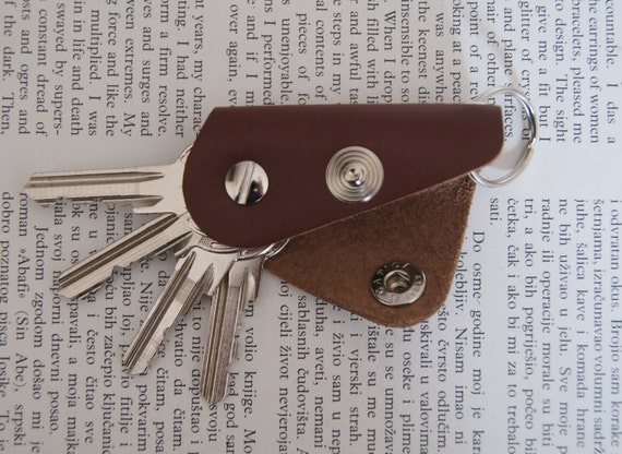 Leather keychain key holder holds 1-4 regular keys snap  62f807d8afdc