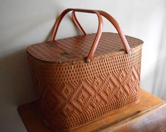 Vintage Wood Wicker Rattan Picnic Basket w/Tray - Great Outdoors, Beach, Rustic, Farmhouse