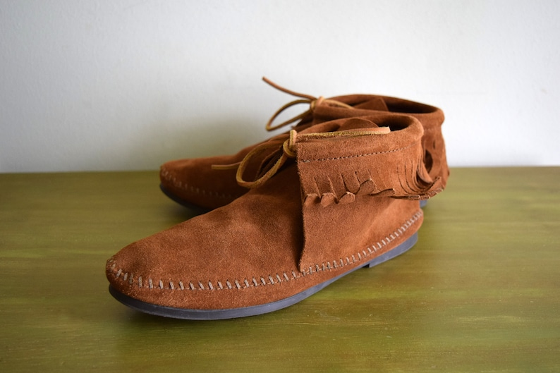 Vintage Brown Suede Minnetonka Moccasin Fringe Booties Womens Size 8.5  Native American  Natural  Boho  Tribal