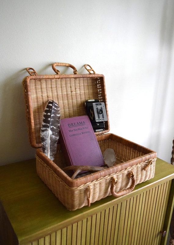 Vintage Wicker Rattan Picnic Basket ~ Beach, Rustic, Farmhouse, Simple