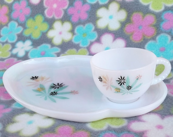 Vintage 1950's Federal Glass Patio Snack Set in White Milk Glass with Multi-Color Atomic Mid Mod Leaf Design