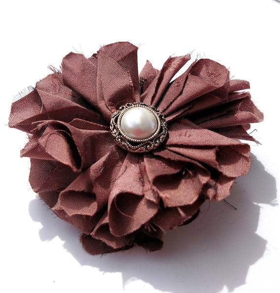 Recyclé Vintage cravate de soie tissu Fleur Clip Pin - Mauve