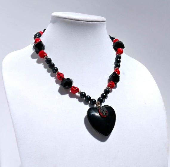 Gothic Love Necklace with Black Heart Pendant and Skull Cameo