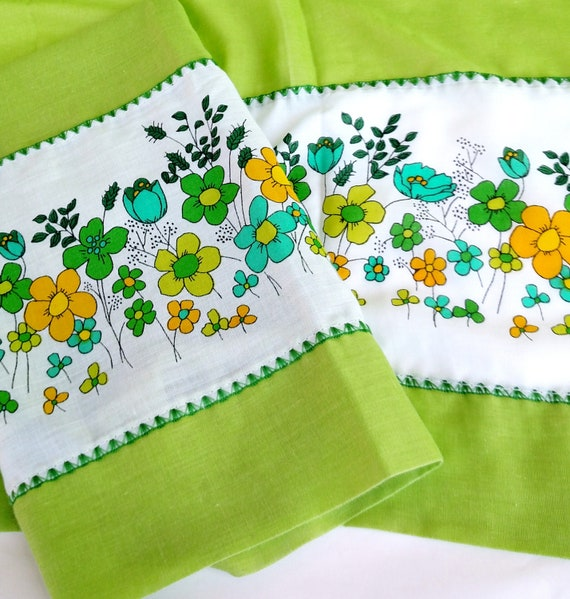 Set of 2 Vintage Curtains Panels in Lime Green with Floral Design