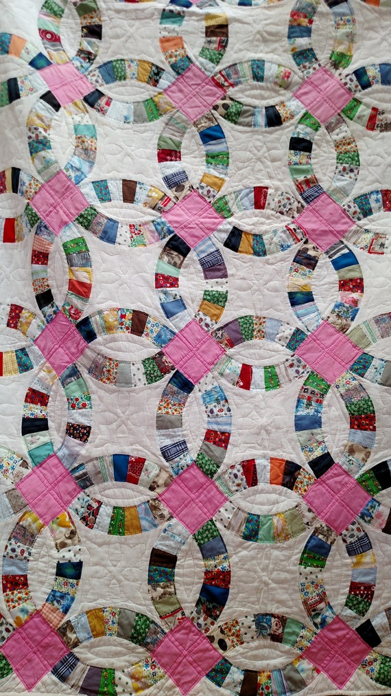 Vintage 1960's Handmade Wedding Ring Quilt 73 x 91