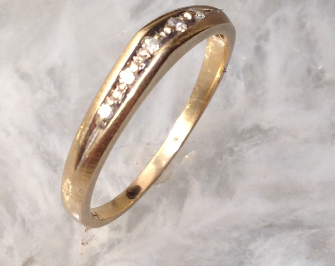 14k Yellow Gold & 5 little Diamonds Ring size 8 3/4 - elegant, understated, jeans and t-shirt