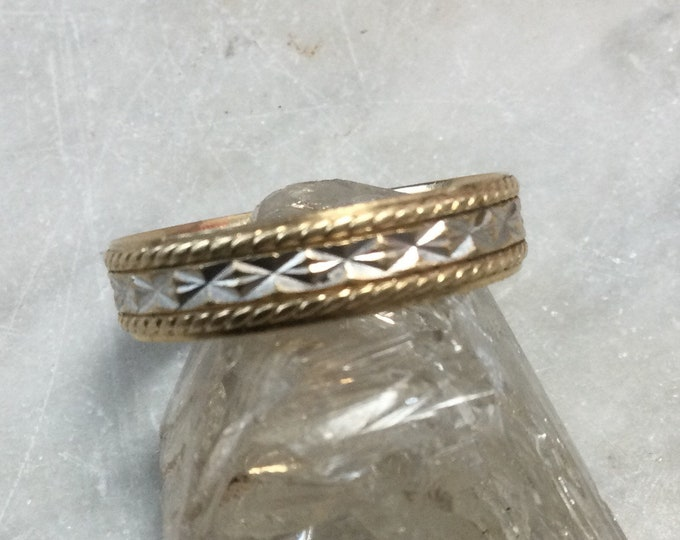 Vintage 1980s 14k white and yellow gold Artcarved wedding band ring, with diamond pattern size 8.25