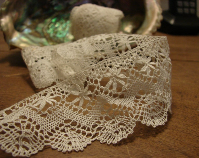 2 yd. 1920's Lace Trim - ivory lace scalloped edge antique lace - for an authentic vintage addition to your sewing