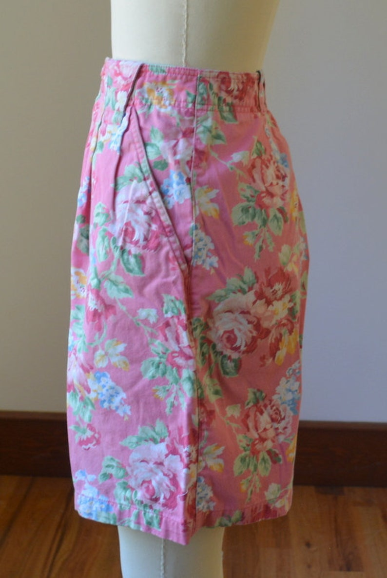 90/'s Ultra High Waisted Pink Floral Pleated Shorts By Liz Clairborne Size 8 Vintage Cotton Floral Pleated Shorts Waist Size 29 By Liz Wear