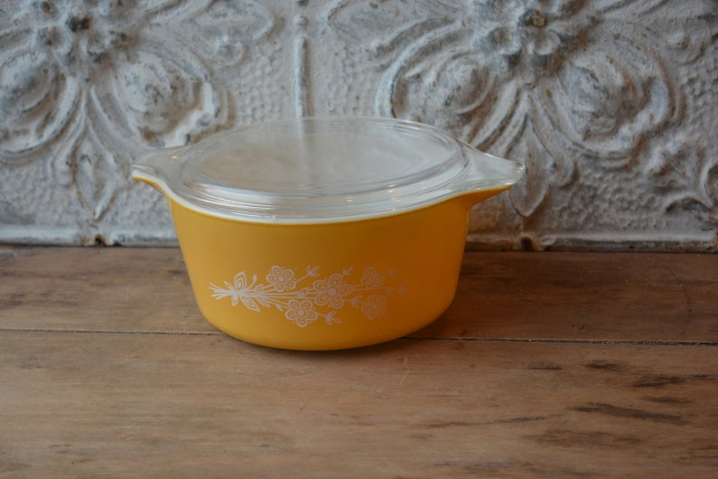 1979 Pyrex Butterfly Gold 2 Cinderella Covered Casserole 474