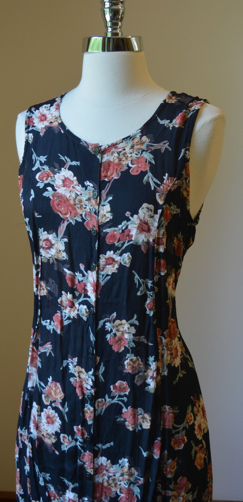 Vintage Light Weight Summer Floral Dress Size Women/'s Small 90/'s Vintage Floral Rayon Dress With Pull Back Waist Size Small 46
