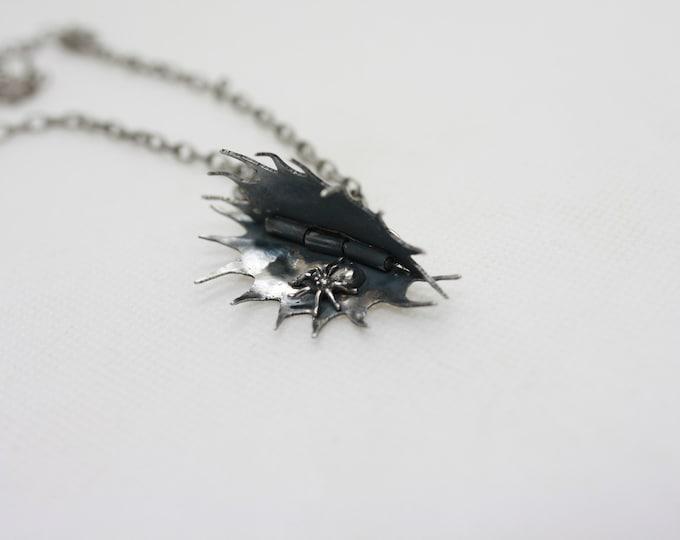 Venus fly trap Necklace