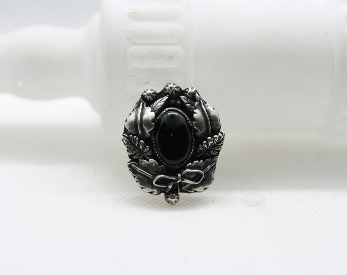 Tombstone Wreath Ring Black Onyx