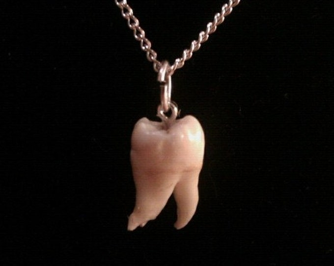 Snaggle Tooth Necklace