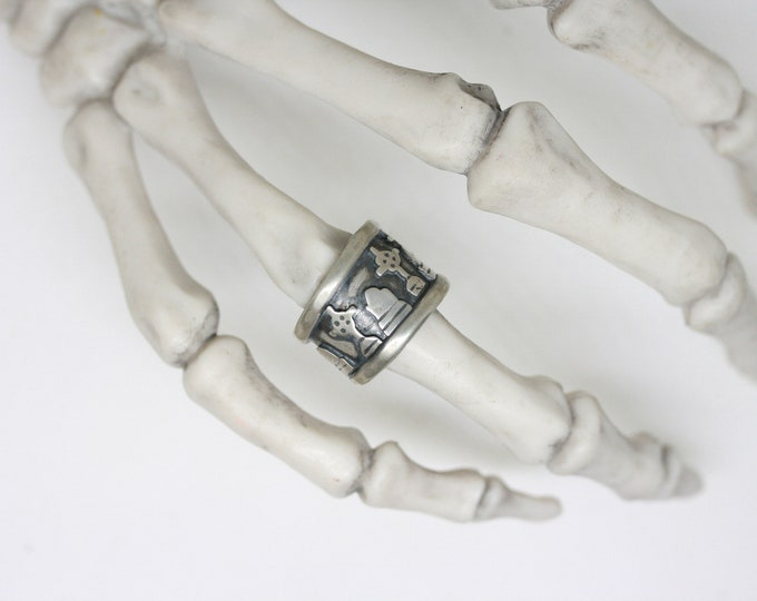 Cemetery Band ring sz 4.5