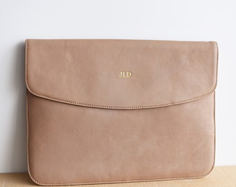 Leather laptop cover for 13 / 15 / 16 inch MacBook Pro / Air (2020 / 21) - Leather laptop case - Personalized - Monogrammed laptop sleeve