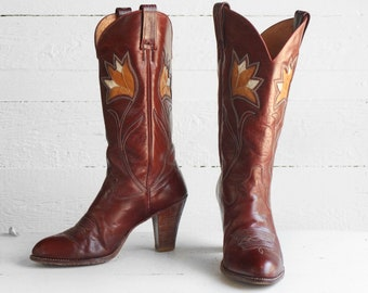 7 1/2 M   1970's Dan Post Western Boots Tall Heel Spanish Cowboy Boots with Inlay