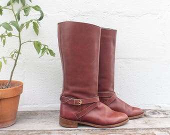 7-7.5 | Dexter Riding Boots w/ Strap & Buckle Harness in Reddish Brown Leather